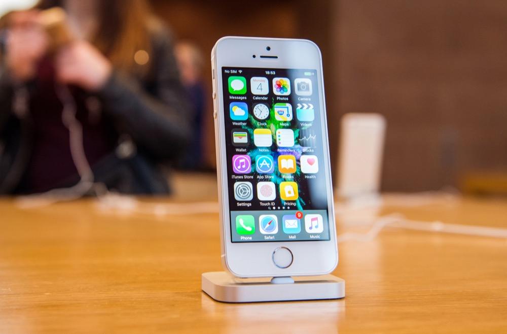 iPhone SE Apple Store