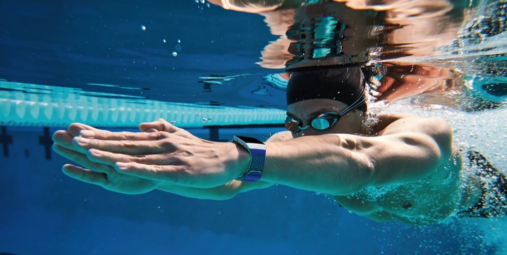 Fitbit Iconic under water