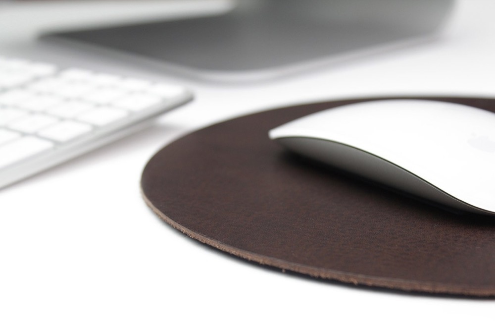 Pack and Smooch Leder Mousepad 1
