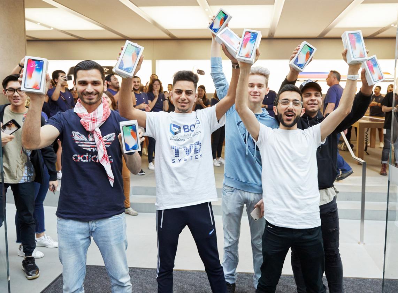 iPhoneX-Launch-GeorgeStreet-Sydney_entrance-purchase_20171102