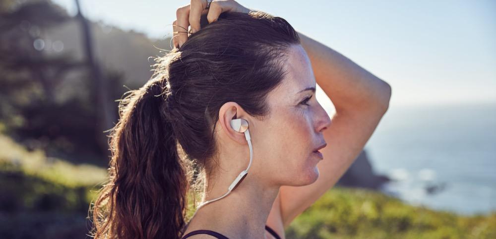 Fitbit_Flyer_Female_Lookout