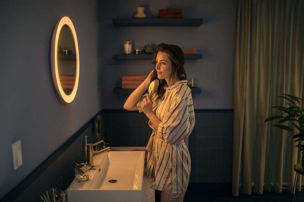 Hue-Adore-Spiegel-Badezimmerleuchte
