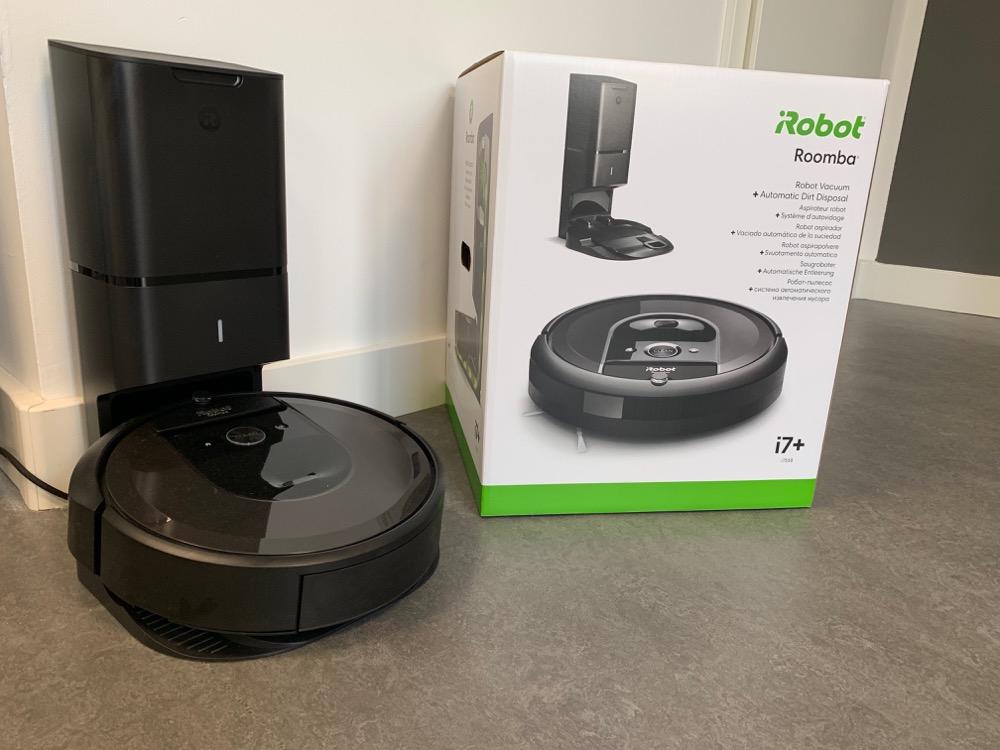 iRobot Roomba i7+ mit Paket und Station
