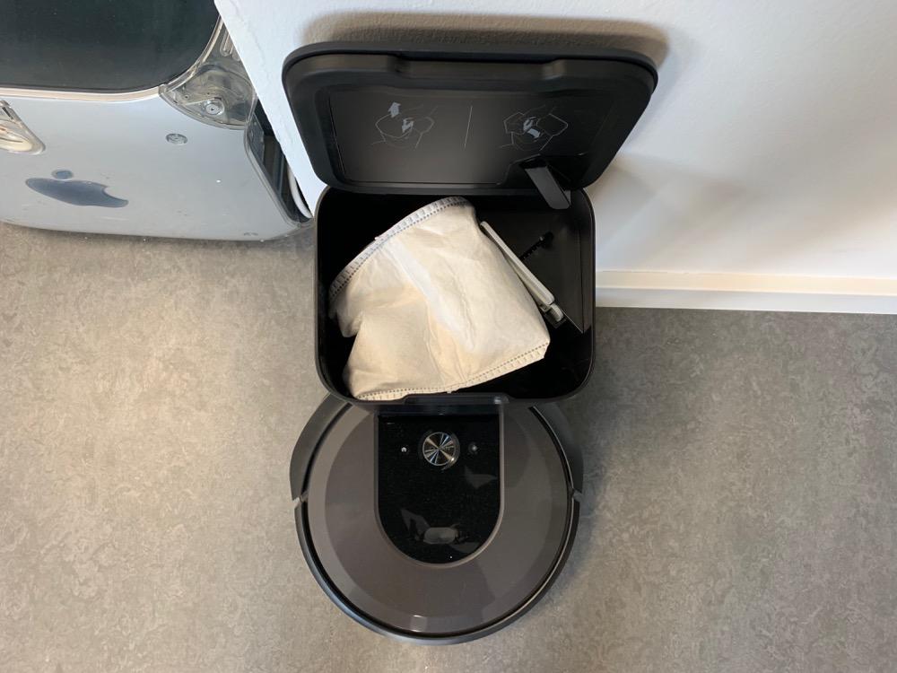 CleanBase mit Beutel des iRobot Roomba i7+